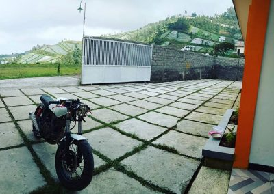 Tempat parkit motor