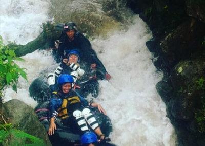 Jeram yang siap menjatuhkan peserta river tubbing
