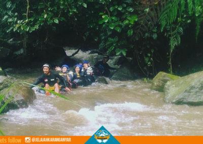 Kelokan di River Tubbing Senatah Adventure