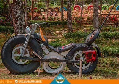 spot-foto-motor-raksasa-di-buper-pleseran-tawangmangu